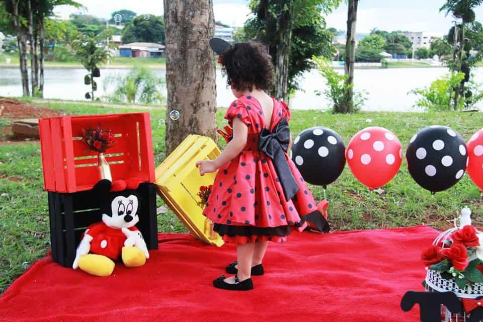 Vestido vermelho com bolinhas