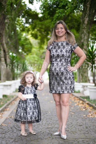 Vestidos Mãe e Filha de renda Preto e Bege