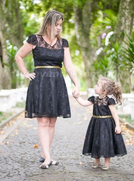 Vestidos Tal Mãe Tal Filha de Renda Preto e dourado