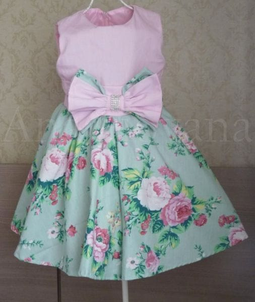 Vestido Infantil para Festa rosa com floral
