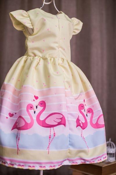 Vestido com estampa de flamingos