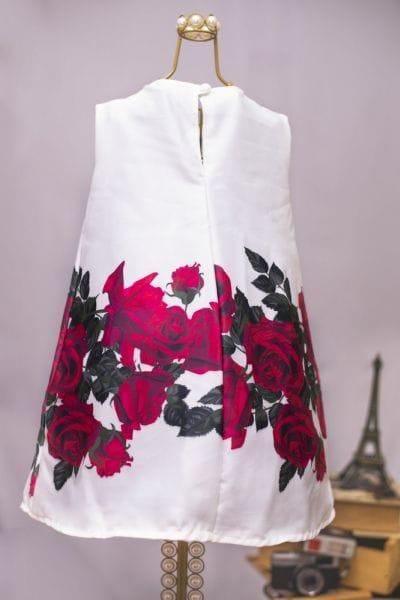 Vestido Branco com Rosas Vermelhas