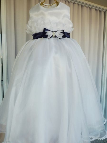 Vestido de Daminha Branco Com Laço Azul