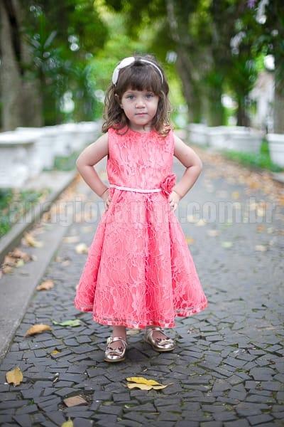 vestido infantil de renda coral