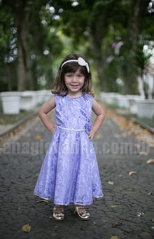 vestido de renda lilás
